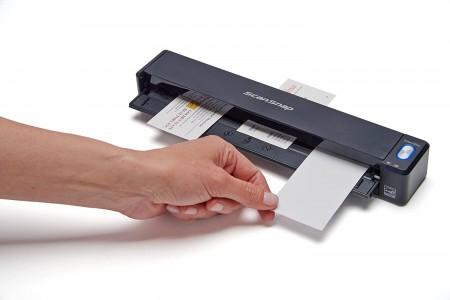 Fujitsu ScanSnap iX100 je kompaktan prenosivi skener koji može da skenira do 15 stranica u minuti.
