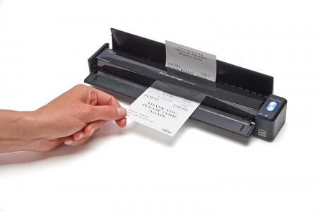 Fujitsu ScanSnap iX100 dolazi u crnoj boji i teži samo 400 grama